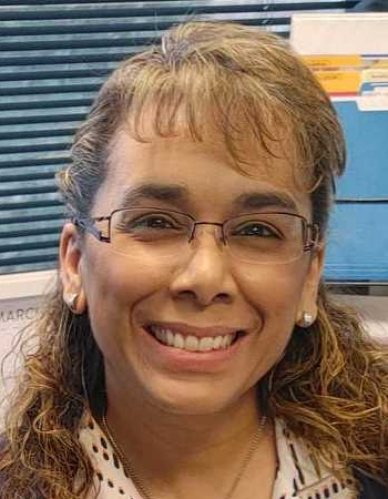 Headshot of business owner and bookkeeper, Sonia Nelson